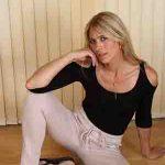 femme cougar blonde Bourgogne-Franche-Comté